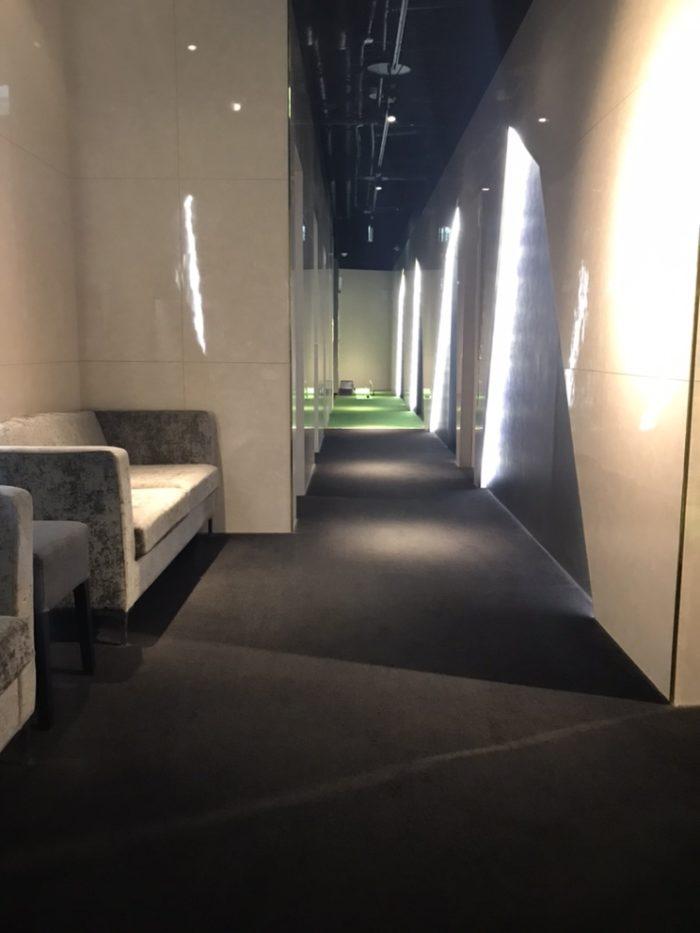 ライザップゴルフ名古屋栄店の店内廊下