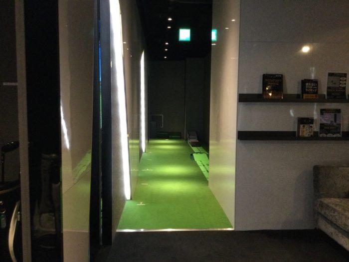 ライザップゴルフ名古屋駅前店の店内通路